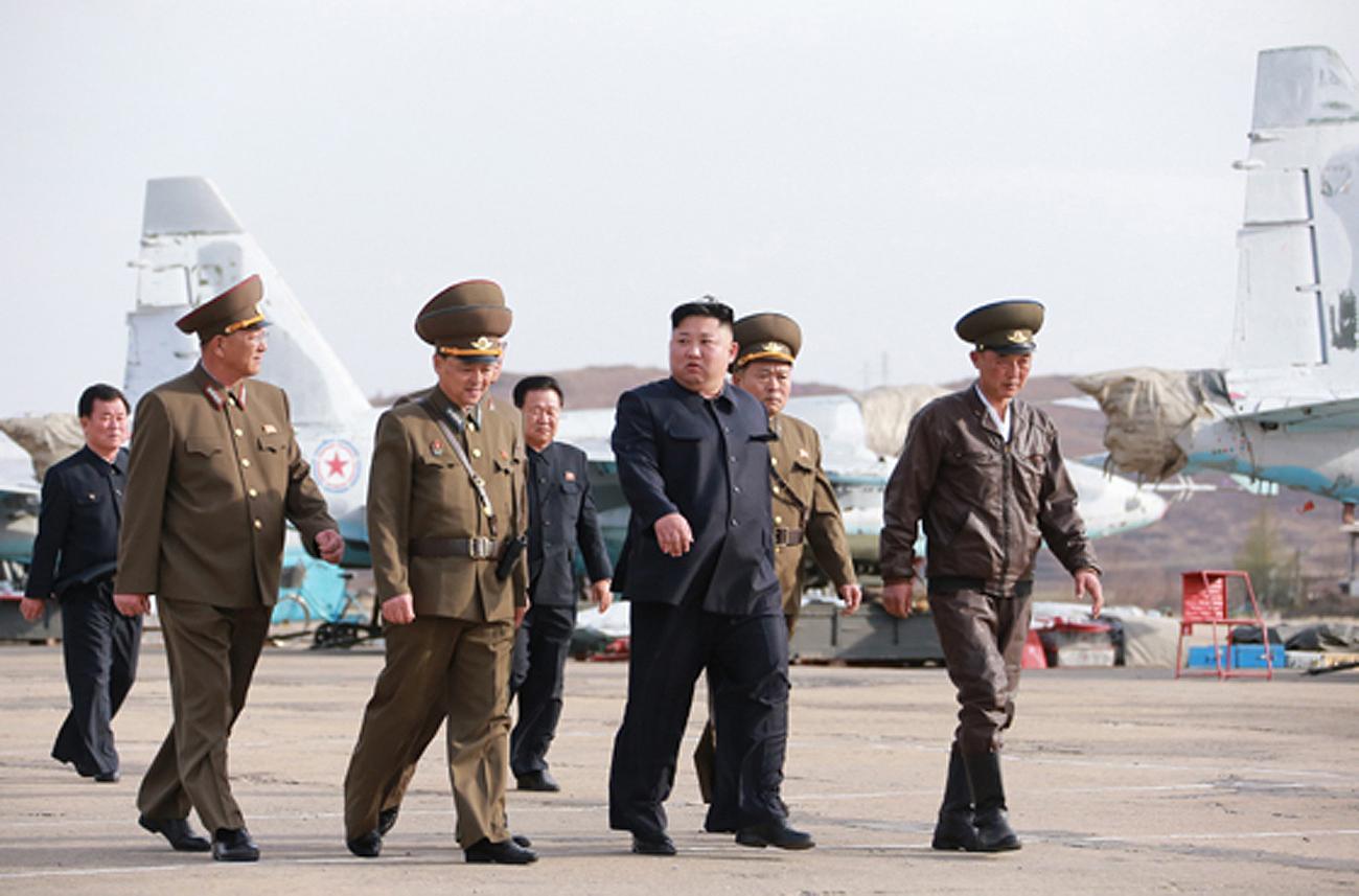 Ким Чен Ын провел внезапную проверку ВВС и ПВО Корейской народной армии войск, которые, войсковой, агентство, проверку, части, внезапную, провел, обороны, армии, проверки, лидер, боевые, воздушные, Корейской, выполняют, Госсовета, летчиков, противовоздушных, внезапно