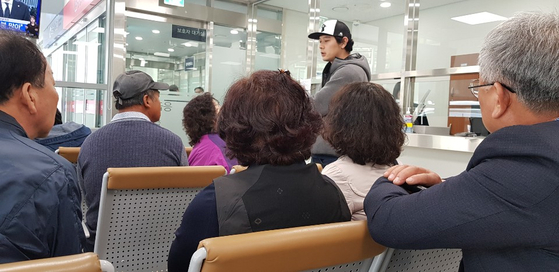 진주 묻지마 살인사건으로 피해를 입은 주민의 가족들이 경상대병원에서 대기하고 있다. 이은지 기자