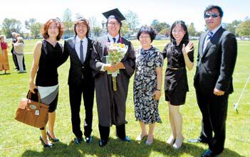 이재홍씨의 졸업식 기념 사진
