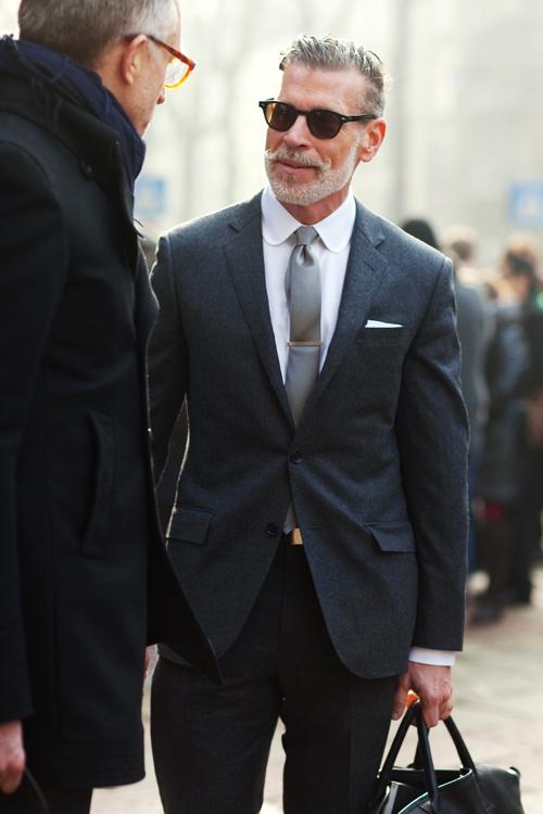 2010년 밀라노 패션 위크에서 유명 길거리 패션 작가 스콧 슈먼이 찍은 닉 우스터. 우스터는 이 사진으로 가장 영향력 있는 패션 피플 반열에 올랐다.         [출처 사토리얼리스트]