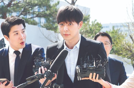 박유천 마약 투약 혐의 경찰 출석