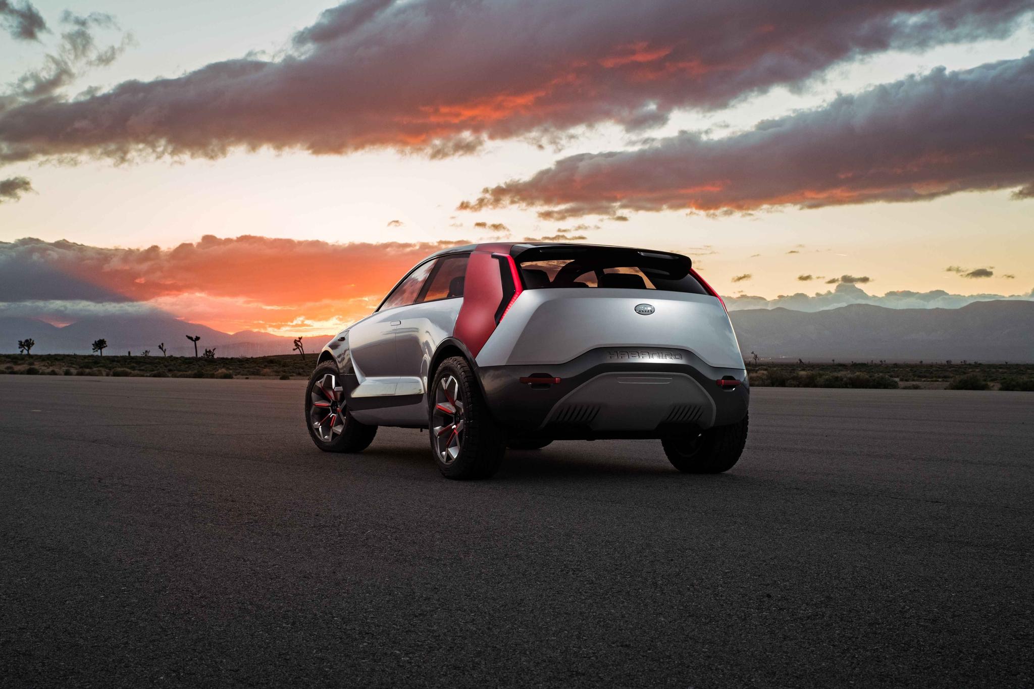 하바니로는 크로스오버 전기차로 만든 콘셉트카다. 온오프로드를 모두 달릴 수 있고 인공지능(AI)이 탑승자의 감정에 따라 음악과 온도, 조명을 제어하는 '실시간 감정반응 차량제어(R.E.A.D) 시스템'이 적용됐다. [사진 기아자동차]