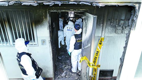 17일 경남 진주시 가좌동 주공3차 아파트에서 '묻지마 살인' 사건이 발생했다. 2019.4.17 송봉근