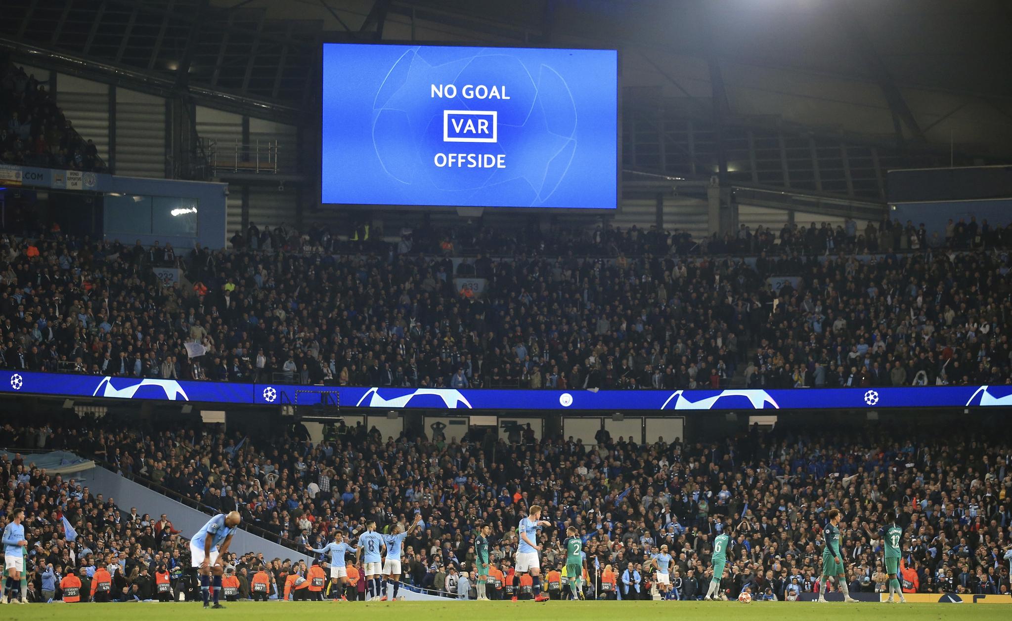 맨시티가 토트넘과 유럽 챔피언스리그 8강 2차전 후반 추가시간 골망을 흔들었지만 비디오판독 끝에 노골이 선언됐다. [AP=연합뉴스]