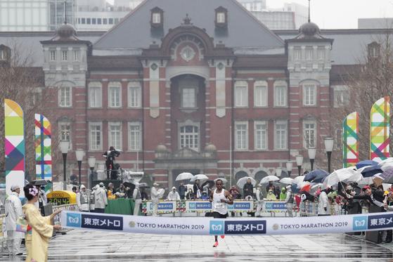 내년 도쿄올림픽 마라톤이 올림픽 역사상 가장 빠른 오전 6시에 열린다. 사진은 지난달 3일 열린 도쿄마라톤 경기 모습. [EPA=연합뉴스]