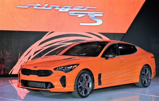 기아차가 4도어쿠페 스팅어의 고성능 버전인 '스팅어 GTS'를 올 하반기 미국 시장에서 800대 한정 출시한다. [사진 기아자동차]