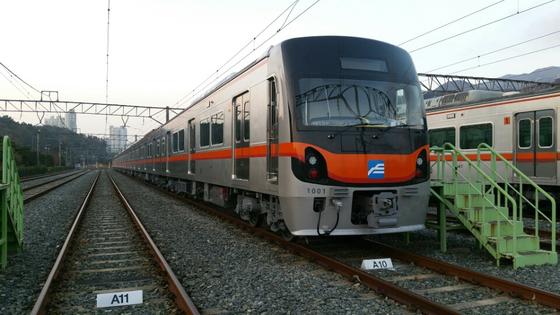 홧김에 남편 휘발유 들고 탔다…부산지하철 정차 소동