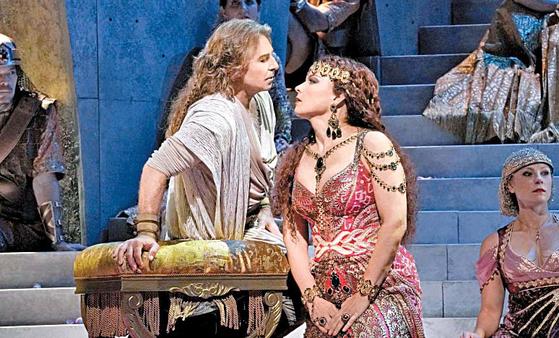 성경을 토대로 한 오페라 작품인 '삼손과 데릴라'는 구약성서에 나오는 이스라엘의 영웅 '삼손'과 그의 비밀을 알아내려는 '데릴라'의 이야기를 담고 있다. [사진 메가박스]