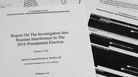 18일(현지시간) 일반에 공개된 물러 특검 보고서 편집본. 국가기밀이나 공개가 부적절하다고 미 법무부가 판단한 부분은 검게 칠해진 채 공개됐다.