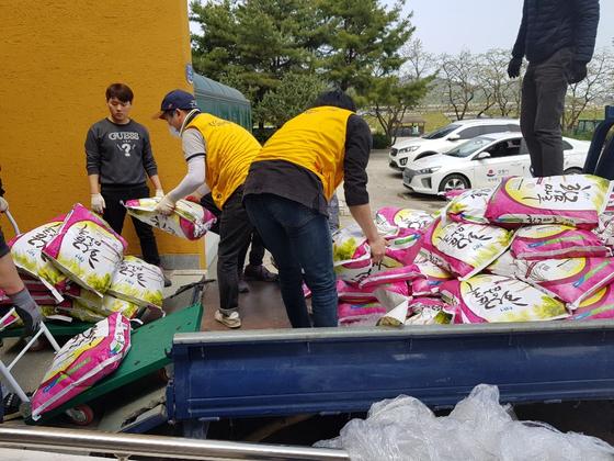 전국자원봉사연맹, 강원 산불 피해지역 쌀 20톤 전달