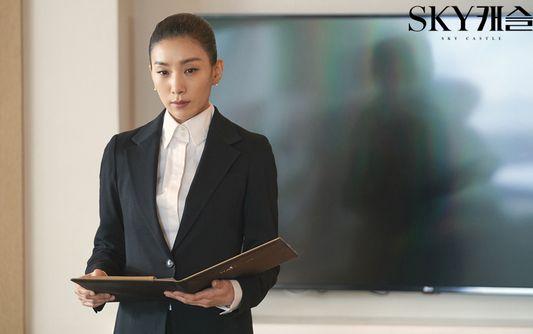 올해 초 방영된 드라마 '스카이캐슬'에서 입시 코디 김주영 역할을 맡은 배우 김서형. [사진 JTBC]