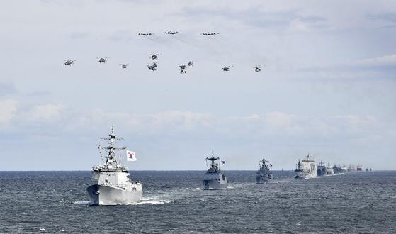 지난해 10월 제주에서 열린 국제 관함식. 이 때 중국은 중장급 대표단을 보냈지만, 함정이 참가하진 않았다. [중앙포토]