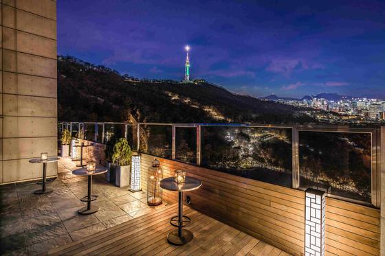 남산 타워와 서울 야경을 누리며 파티를 즐길 수 있다. [사진 반얀트리 클럽 앤 스파 서울]