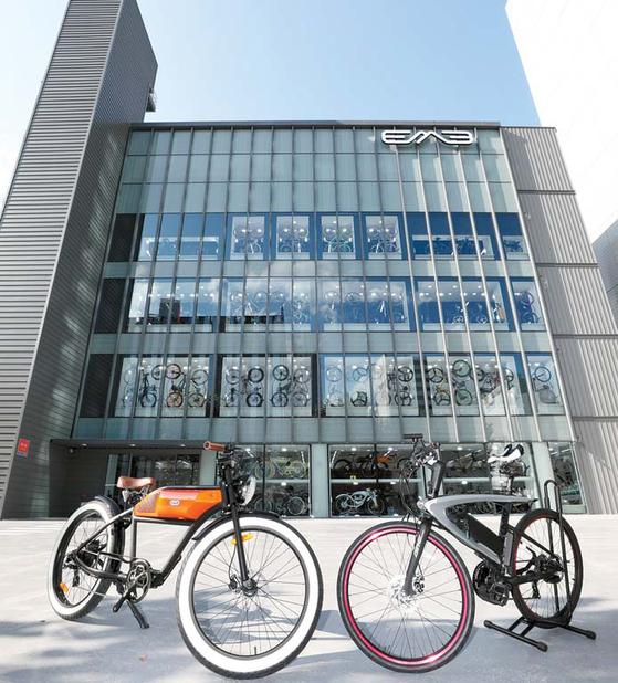 EME(이엠이)코리아는 전기자전거·전동킥보드·전동스쿠터 등 30가지 이상의 제품 라인업을 확보 하고 있으며, 지속적으로 신제품을 개발한다. [사진 EME(이엠이)코리아]