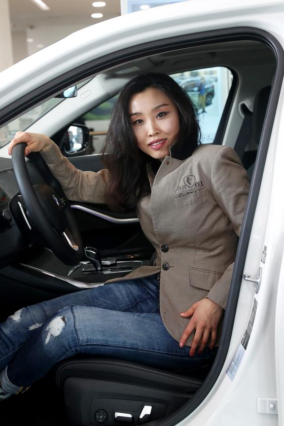 김누리 BMW 디자이너가 지난 15일 서울 강남구 BMW 전시장에서 중앙일보와 인터뷰하고 있다. [장진영 기자]