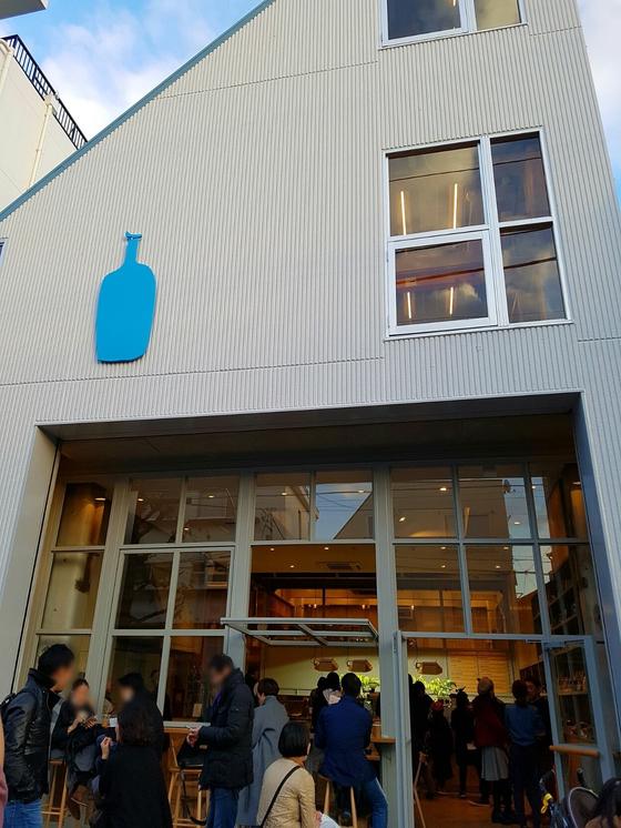 일본 도쿄 블루보틀 매장 입구 모습. [중앙포토]