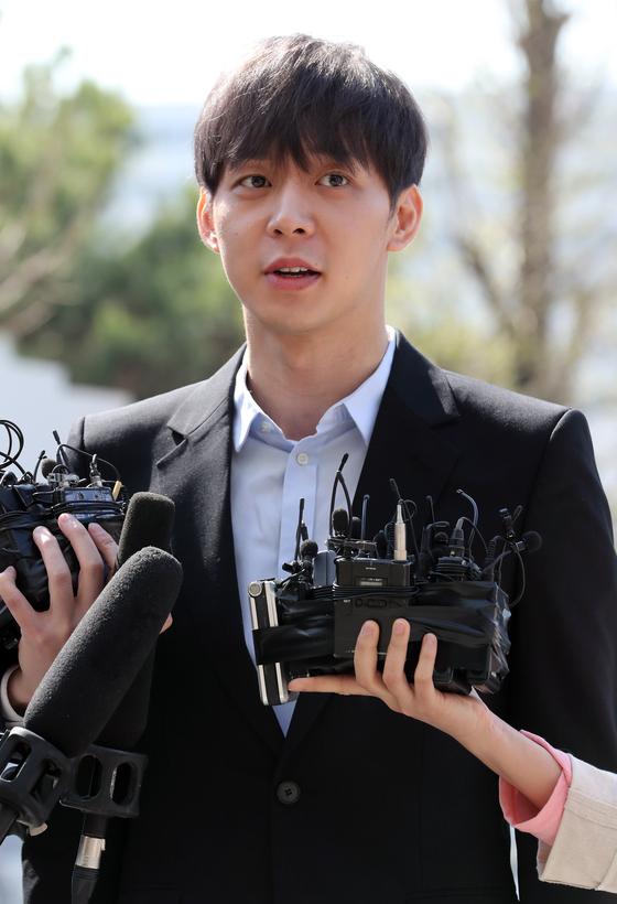 지난 17일 오전 피의자 신분으로 경기남부지방경찰청에 소환된 박유천씨. 최정동 기자