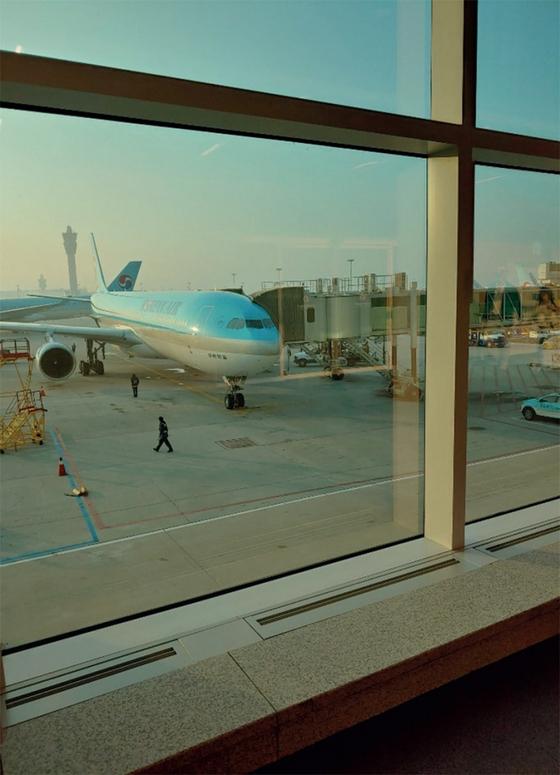 인천국제공항 제2터미널 활주로에 시드니행 비행기가 대기해 있다. / 사진:한정연 기자
