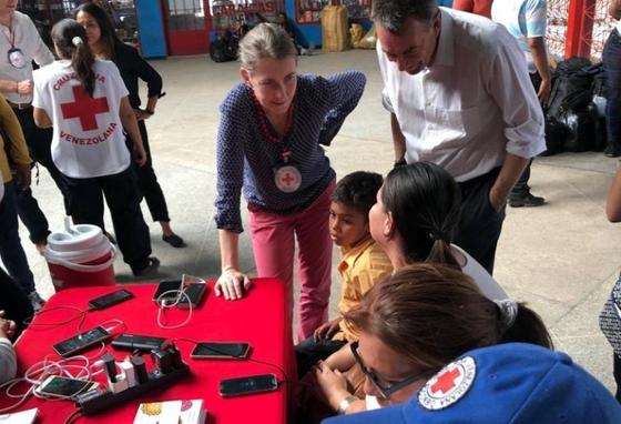 국제적십자위원회(ICRC)가 베네수엘라의 이주자와 구금자가 가족을 다시 찾고 서로 연결하는 사업을 벌이는 현장. [사진 ICRC]