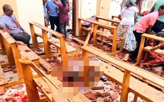 21일(현지시간) 스리랑카 콜롬보 등 교회와 호텔서 6차례 폭발이 일어나 수백명이 숨지거나 다쳤다고 언론들이 보도했다. [트위터 캡처]