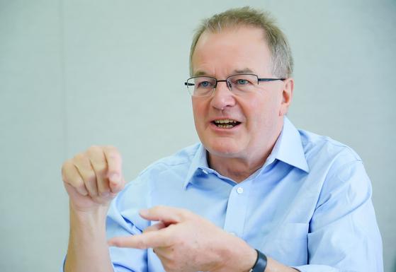 """조너선 애덤스 박사는 영국 THE 세계대학평가 지표를 설계한 대학 및 연구 평가 전문가다. 그는 """"국제 협력을 통해 한국 대학의 평판을 높여야 한다""""고 조언했다. [사진 클래리베이트 애널리틱스 코리아]"""