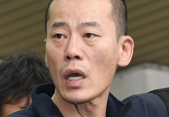 19일 오후 진주경찰서는 진주 묻지마 살인사건의 피의자 안인득(42)의 얼굴을 공개했다. 송봉근 기자