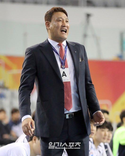 두산의 전승 우승을 이끈 두산의 윤경신 감독. 정시종 기자