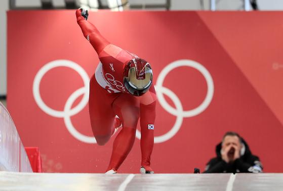 지난해 열린 평창동계올림픽에서 아시아 최초로 썰매 종목에서 올림픽 메달을 획득한 윤성빈 선수. <저작권자 ⓒ 1980-2018 ㈜연합뉴스. 무단 전재 재배포 금지.>