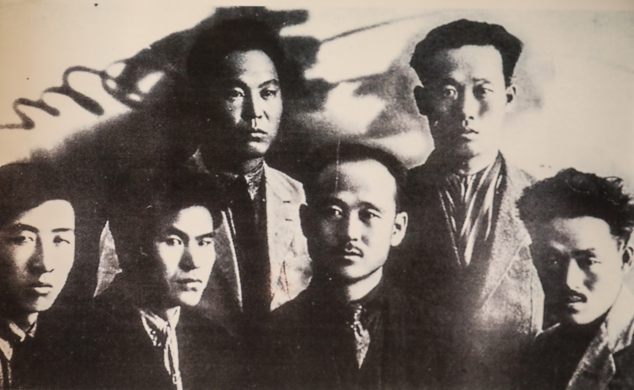젊은 시절 연해주에서 동료 독립투사들과 기념사진 찍은 황운정 지사(아랫줄 왼쪽 두 번째). [사진 황운정 지사 유족]