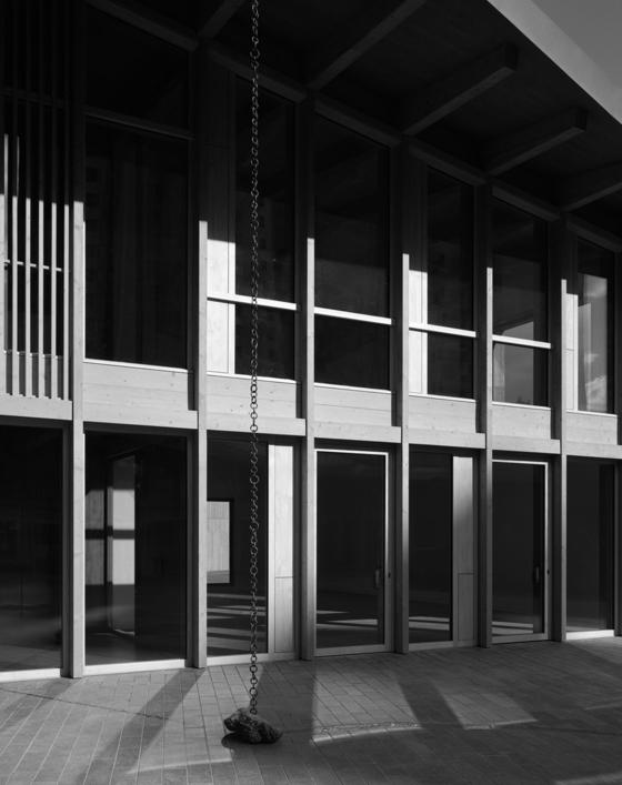 오는 5월 공식 개관하는 서울 송월동 주한 스위스대사관. 스위스 건축사무소 버크하르트 파트너가 한옥에서 영감을 받아 설계하고 스위스 건축 사진가 헬렌 비네가 촬영했다. [사진 헬렌 비네]