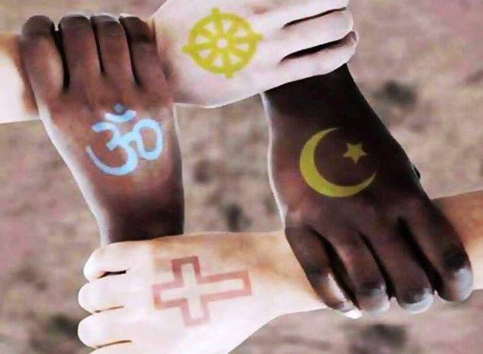 부활절인 21일(현지시간) 수백여명이 희생자가 발생한 스리랑카 사고에 대해 전 세계 곳곳에서 테러를 규탄하고 평등을 촉구하는 sns 메시지가 이어지고 있다. 한 트위터 사용자가 등록한 사진 속에 피부색과 종교가 다름을 표현한 4명의 사람들이 손을 맞잡고 있다. 또한 이날 종교와 민족을 넘어 전 세계 곳곳에서 테러를 규탄하고 희생자를 추모하는 행렬이 이어졌다. [사진 트위터]