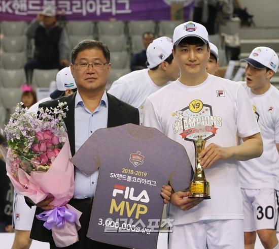 SK호크스와 챔프전에서 맹활약하며 챔프전 MVP를 차지한 정의경.