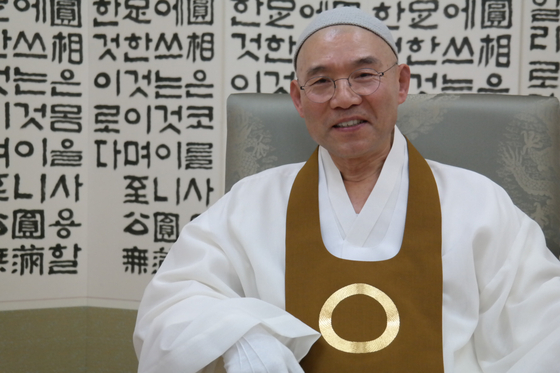 """전산 김주원 종법사는 """"원불교 교법은 몸과 마음을 어떻게 쓸 지를 가르치고 있다. 그러니 문명이 발달할수록 원불교 가르침이 퍼질 수밖에 없다""""고 말했다. 백성호 기자"""