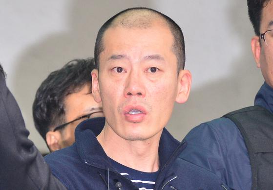 진주경찰서는 '묻지마 살인' 사건의 피의자 안인득(42)의 얼굴을 19일 공개했다. 송봉근 기자