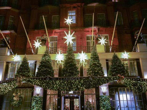 지비 자레바가 장식한 런던 클래리지 호텔의 크리스마스 장식. [사진 맥퀸즈 플라워 스쿨]