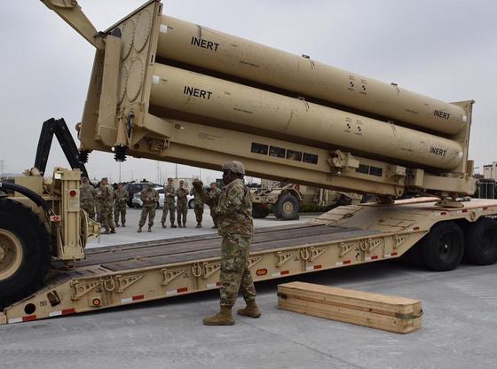 주한미군은 지난주 평택 미군기지(캠프 험프리스)에서 '비활성화탄'을 사드 발사대에 장착하는 훈련을 했다고 24일 밝혔다. [연합뉴스]