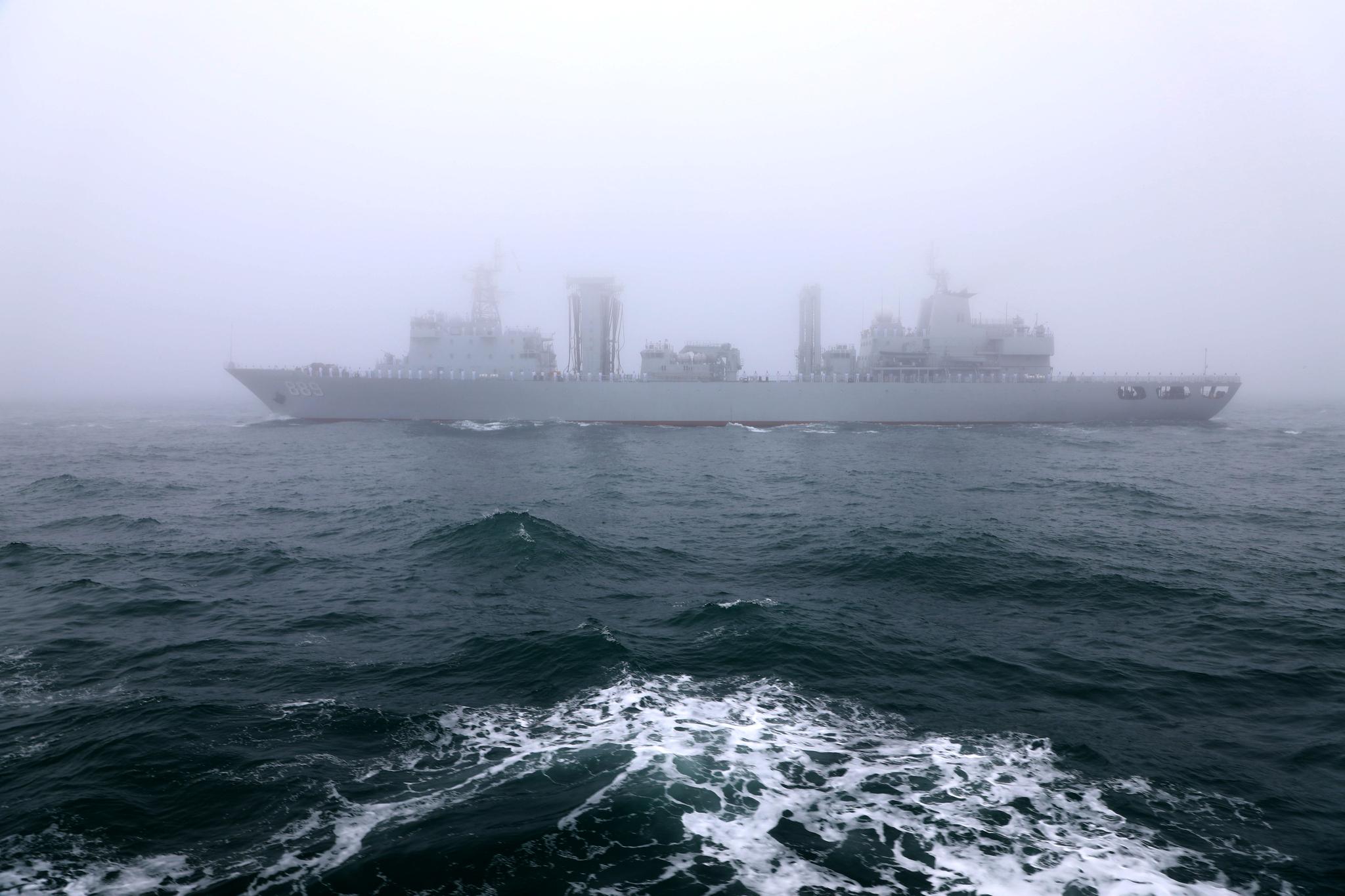 중국 해군의 종합 보급선 타이후(Taihu)함. [신화=연합뉴스]