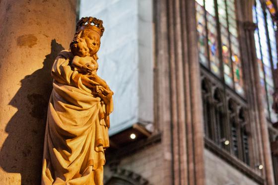 독일 쾰른 대성당 안, 아기 예수를 안고 있는 성모 마리아 상. 최승표 기자