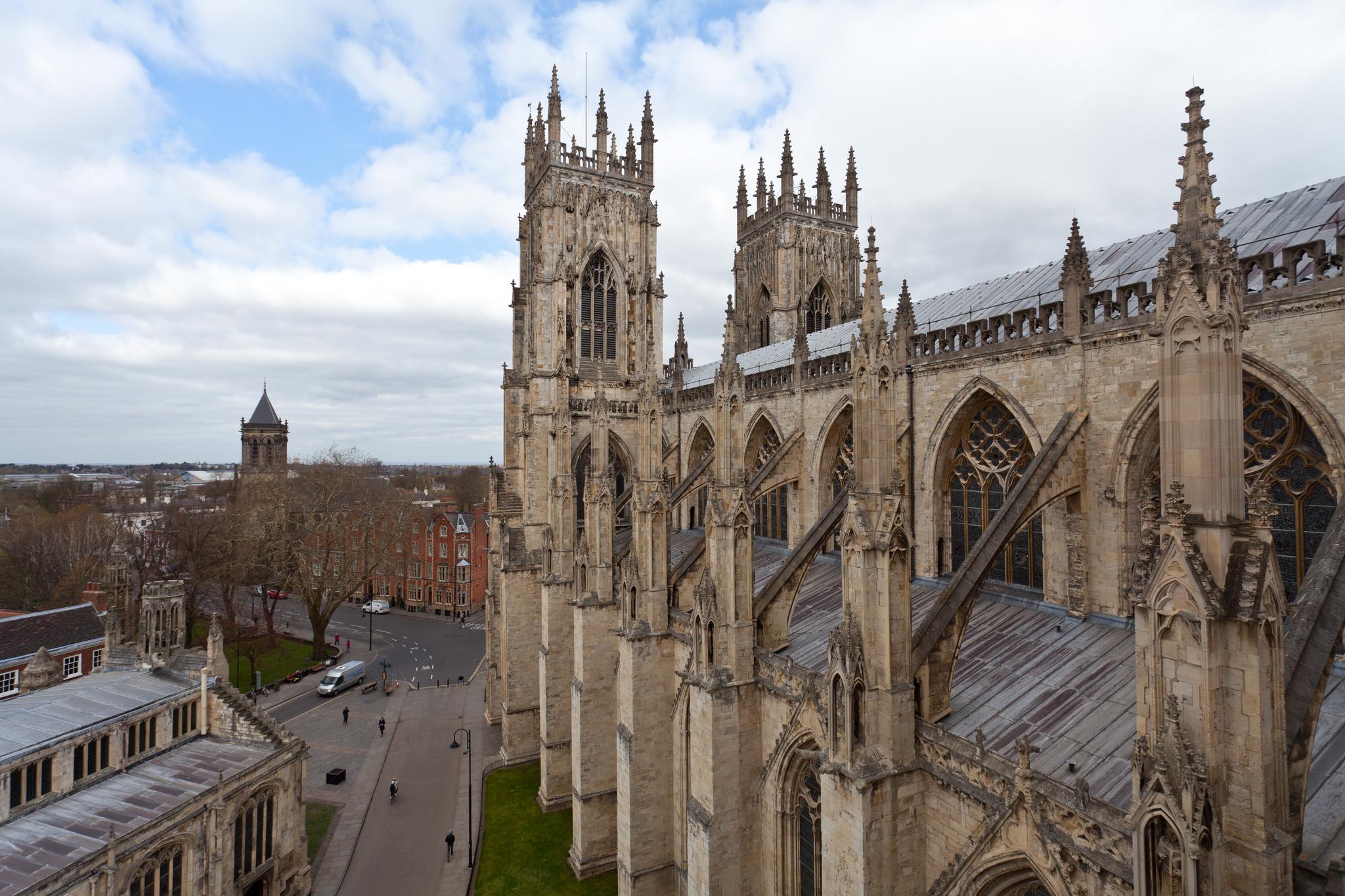 영국 요크 대성당은 13세기 요크셔 지방의 마그네시안 석회석으로 건축했다. 영국식 고딕 건축의 절창으로 불린다. 최승표 기자