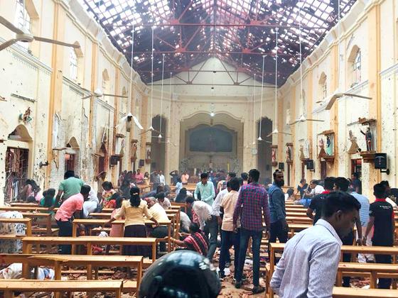 폭탄 테러가 발생한 스리랑카 네곰보 성 세바스찬 성당 내부 모습. [사진 트위터]