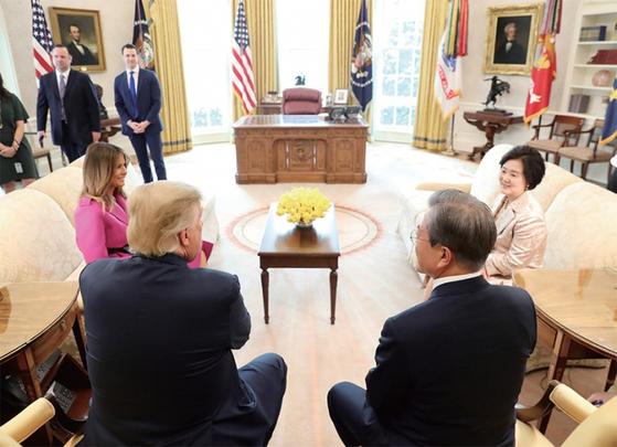 문재인 대통령이 4월 11일(현지시간) 미국 백악관에서 트럼프 대통령과 회담을 가졌다. 문 대통령이 제안한 '굿 이너프 딜'은 트럼프의 '빅딜'에 막혔다. / 사진:연합뉴스