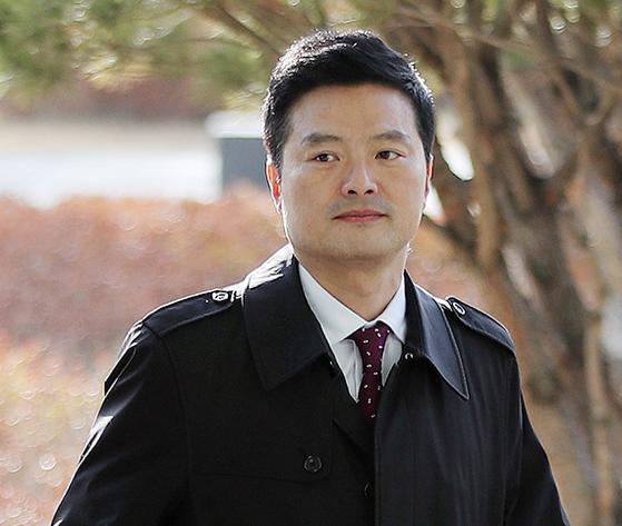 김태우 전 검찰 수사관이 공무상 비밀 누설혐의로 기소됐다. [뉴스1]
