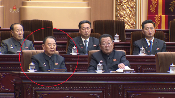 북한 최고인민회의 제14기 제1차회의가 지난 11일 만수대의사당에서 열렸다. 사진은 조선중앙TV가 12일 오후 공개한 영상에서 김영철 노동당 부위원장(붉은 원)이 주석단에 앉아 있는 모습. [연합뉴스]