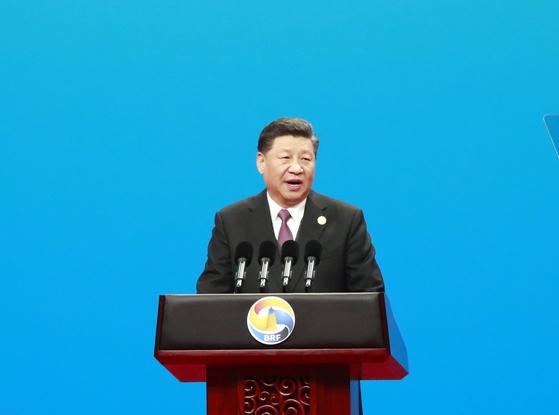 시진핑 중국 국가주석이 26일 베이징에서 열린 일대일로 국제협력 정상포럼에서 개막 연설을 하고 있다. [연합뉴스]