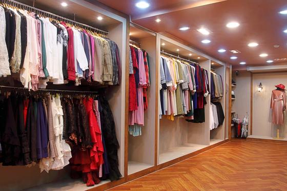 서울 익선동 '경성스타일'은 한번 대여한 옷은 세탁 및 스타일러를 통해 깔끔하게 위생관리를 한다. 사진은 경성스타일 내부 모습. [사진 경성스타일]