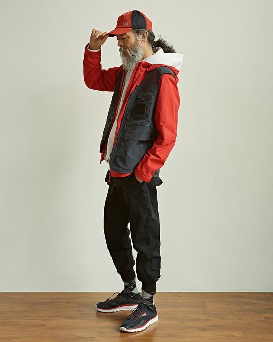 모델 김칠두가 아웃도어 브랜드 밀레가 선보인 낚시조끼를 입고 있다. [사진 밀레]