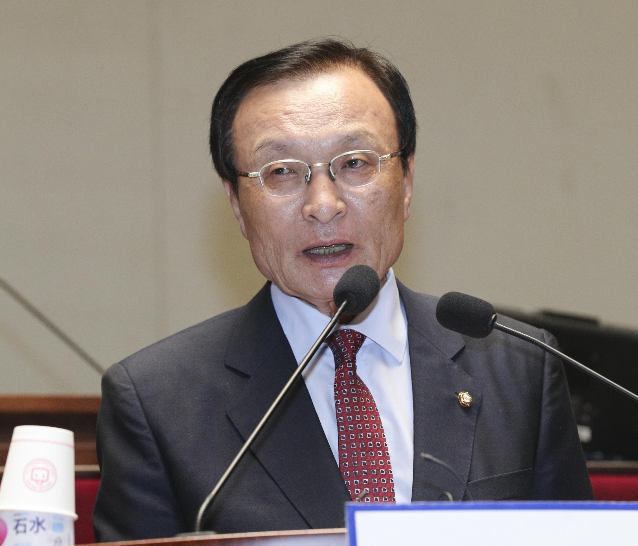 민주당 이해찬 대표가 26일 국회 본청에서 열린 의원총회에 모두발언을 하고 있다. 임현동 기자