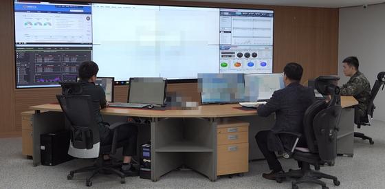 사이버수사팀은 각종 사이버 범죄를 24시간 관제하면서 선제적 대응에 나선다. [영상 캡처=공성룡 기자]