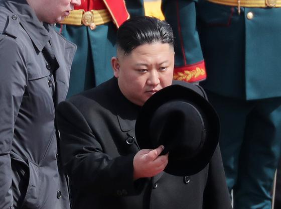 26일 오후 러시아 블라디보스토크역에서 촬영된 김정은 북한 국무위원장. [뉴스1]