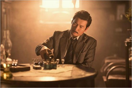 영화 '암살'에서 김원봉(조승우)
